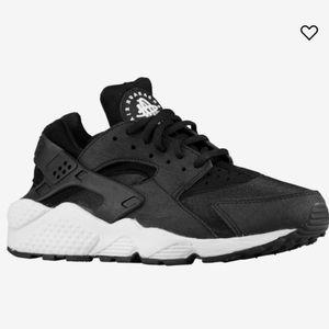 Nike Air Huarache Sneakers- Black & White Size 6.5